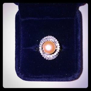 Jewelry - Beautiful pearl woman's ring size 6